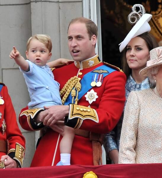 """William, Kate et George au balcon lors de la cérémonie """"Trooping the Colour"""" le 13 juin 2015"""