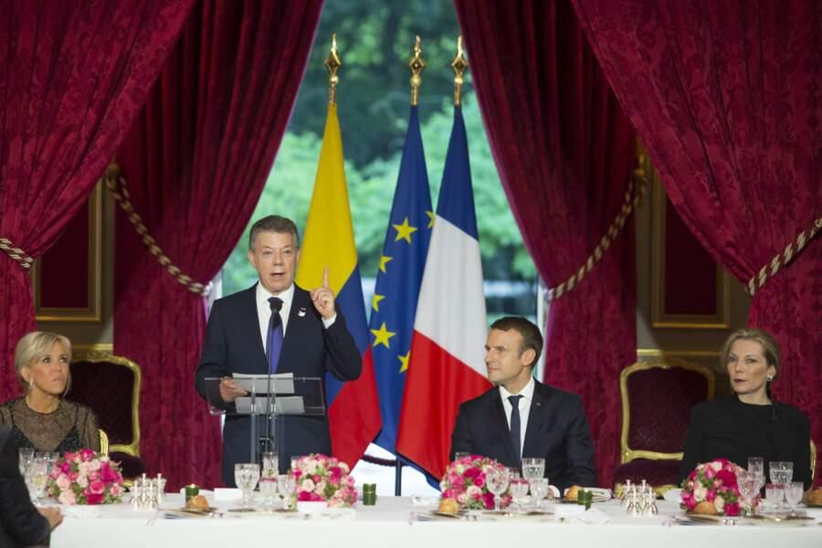 Le président de la Colombie a assisté à un concert dans la cour de l'Elysée
