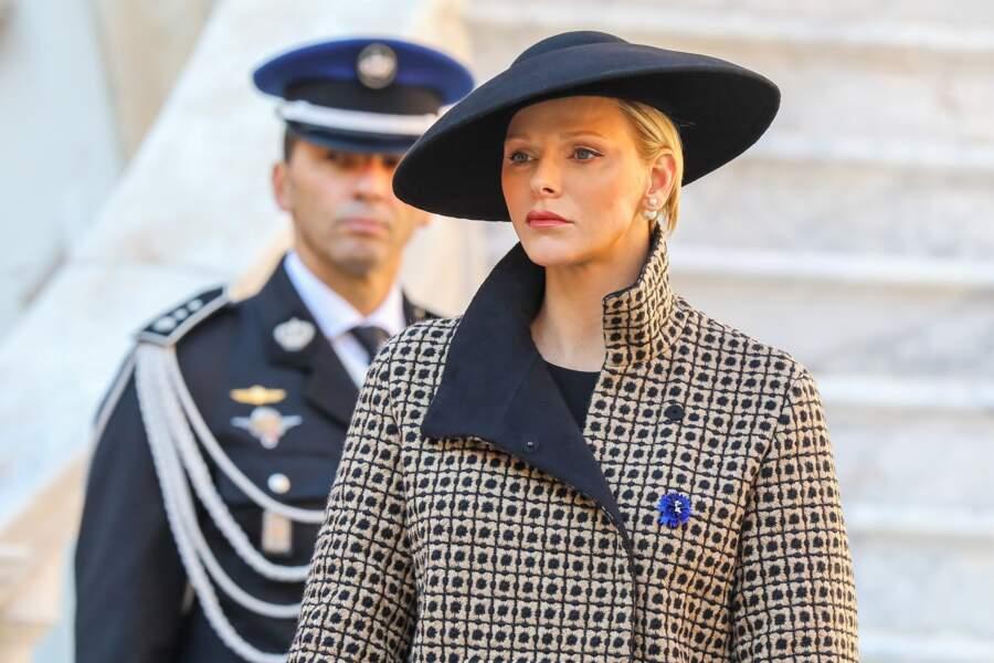 Chapeau, manteau, gants et bottes, Charlène de Monaco affiche un look très sophistiqué