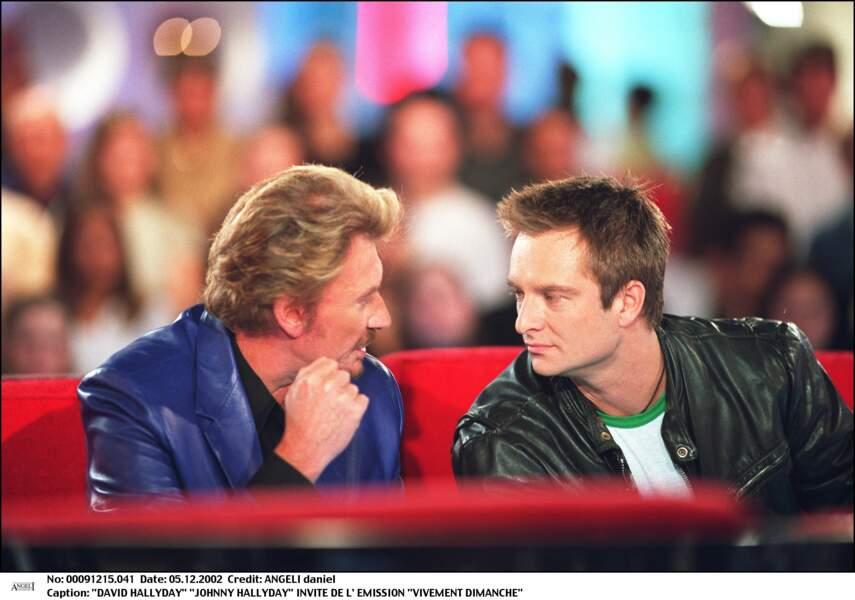 """David et Johnny Hallyday sur le plateau de l'émission """"Vivement Dimanche"""" en 2002"""