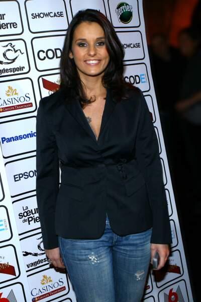 Faustine Bollaert en total look jeans et veste sobre à Paris le 28 novembre 2008 à Paris