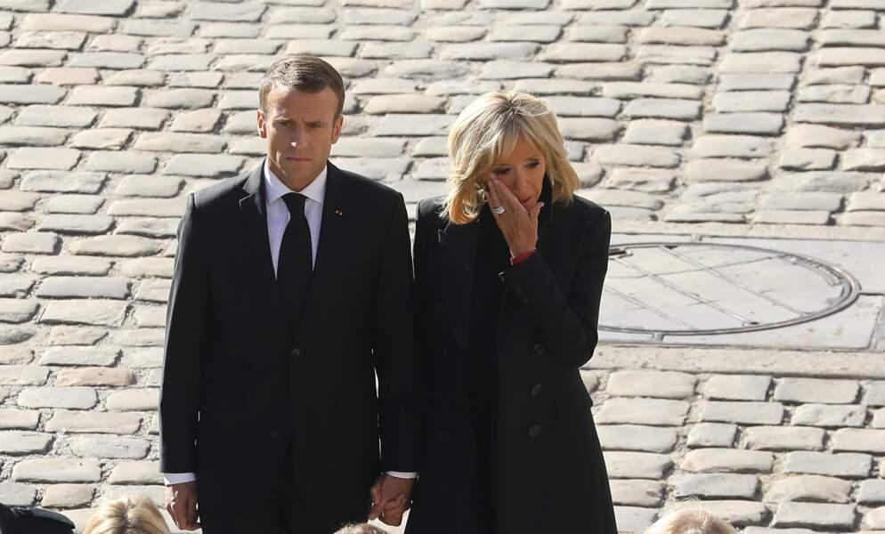 Brigitte Macron, très émue, en compagnie d'Emmanuel Macron lors de l'hommage national à Charles Aznavour