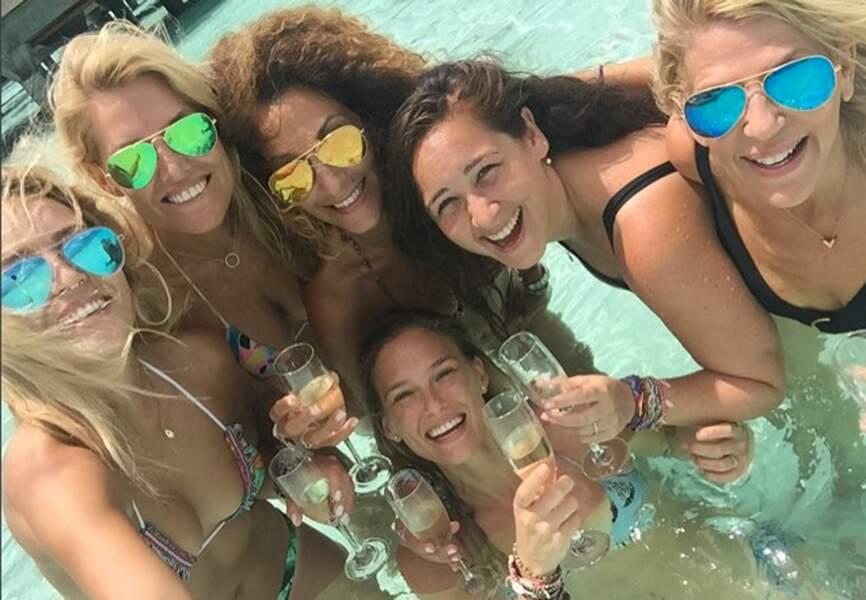 Bar Refaeli bien entourée pour fêter ses derniers instants de célibataire