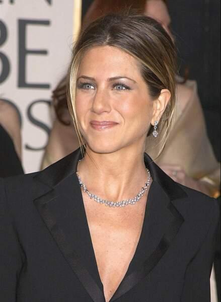Jennifer Aniston et un chignon chic, tout juste divorcée de Brad Pitt
