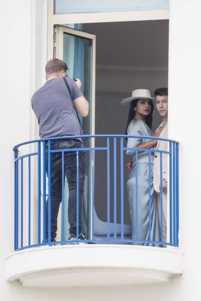 Regard perdu au loin, moue sérieuse : Nick Jonas et Priyanka Chopra maîtrisent les codes sexy