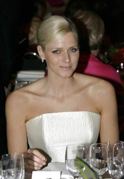 Charlène de Monaco : Chignon couture lors d'une soirée au profit de WWF