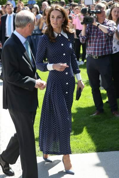 Kate Middleton radieuse dans cette robe longue à pois, un style hommage à Lady Di