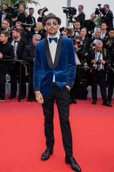 """JR (en costume Gucci) lors de la projection du film """"Les Misérables"""" à Cannes le 15 mai 2019"""