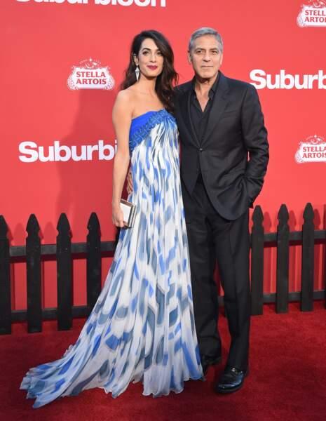 Amal Clooney radieuse en robe longue quelques mois seulement après la naissance de ses jumeaux en septembre 2017