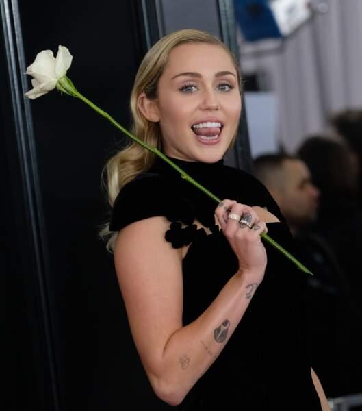 Miley Cyrus aime tellement son cochon qu'elle a posé avec lui en couverture de Paper. Alors penser à le manger...