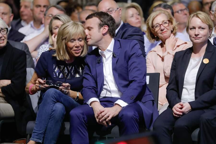 """Les Macron au premier meeting du rassemblement """"En Marche"""" à Paris, le 12 juillet 2016."""