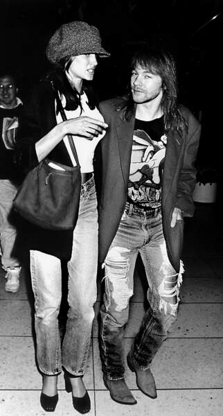 Axl Rose avec sa petite amie, le supermodel Stephanie Seymour, le 1er janvier 1990