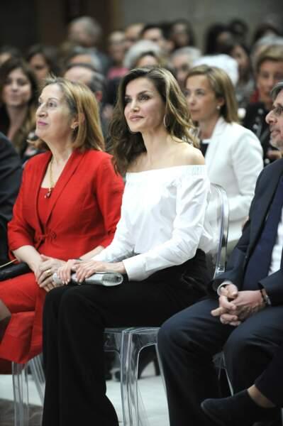 ôté mise en beauté, l'épouse du roi Felipe joue une fois encore la carte de la simplicité, les cheveux lâchés