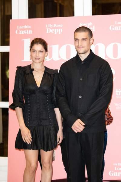 Laeticia Casta et Louis Garrel ont assuré la promotion du film en amoureux, sans leur partenaire Lily-Rose Depp