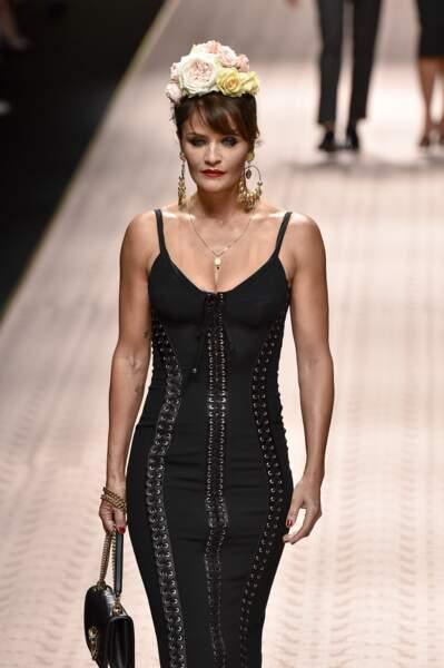 Helena Christensen (50 ans), lors du défilé Dolce & Gabbana à la Fashion Week de Milan, en 2018