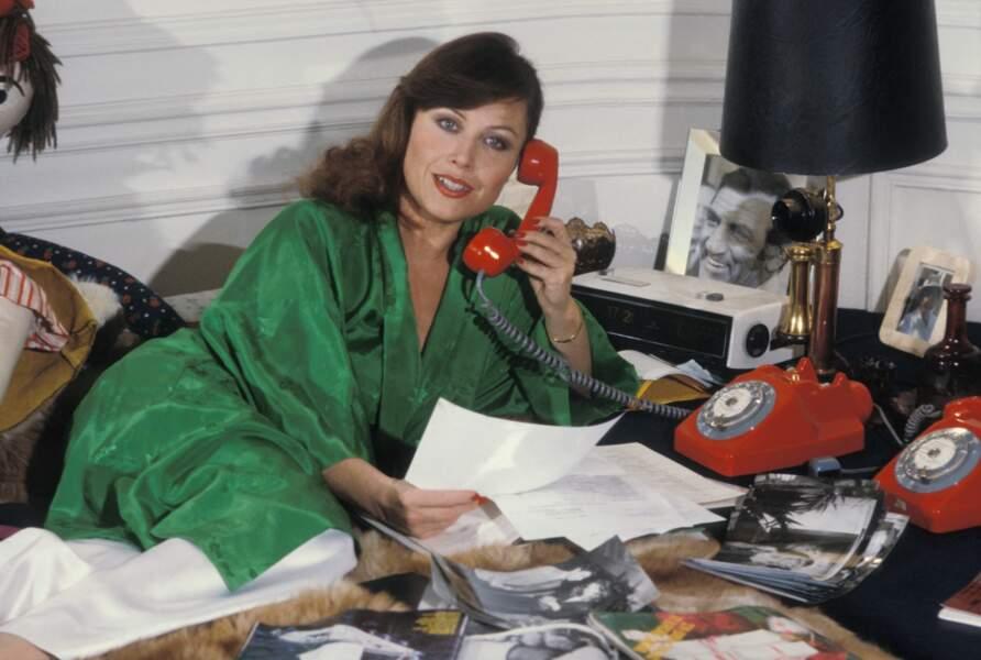 Yanou Collart, actrice et prestigieuse attachée de presse, chez elle à Paris en 1970