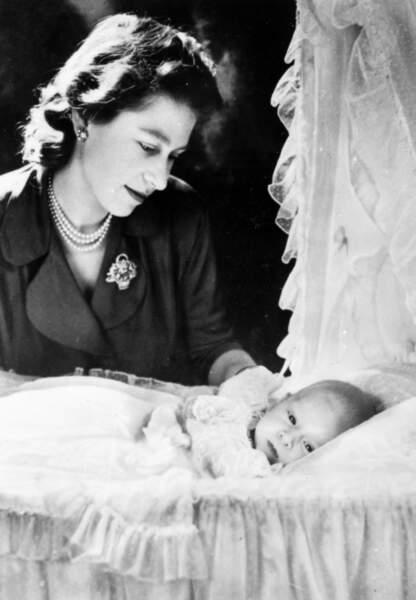 La Reine Elisabeth veille sur le Prince Charles