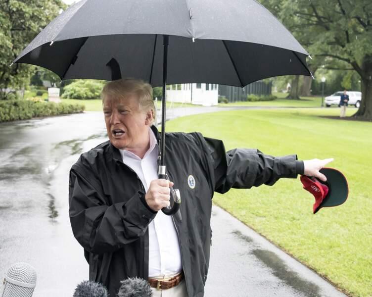 Donald Trump sous son parapluie