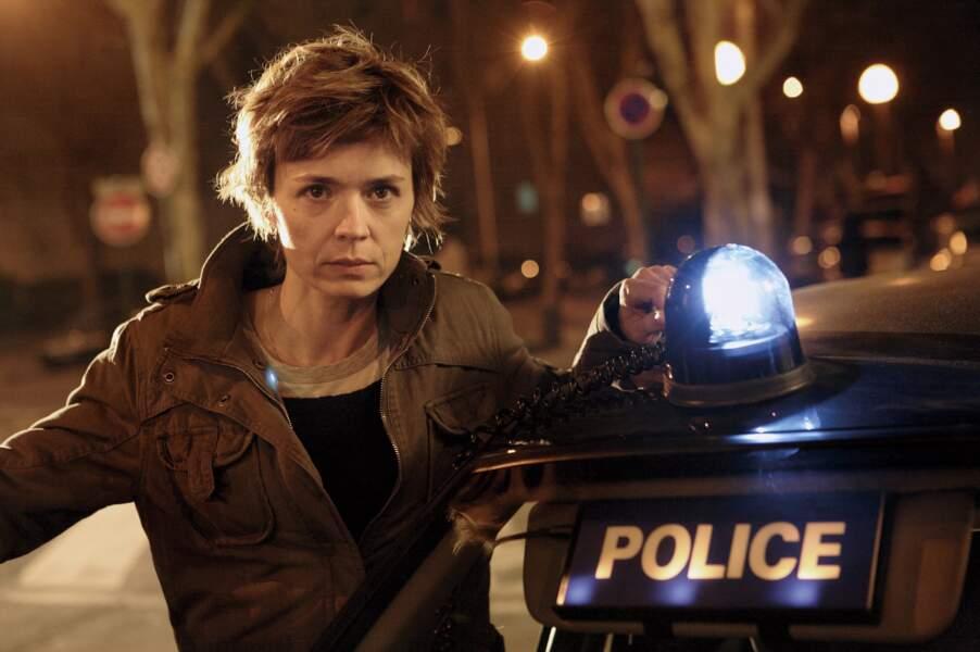 Caroline Proust dans le rôle de la capitaine Laure Berthaud dans la série Engrenages (Canal+)