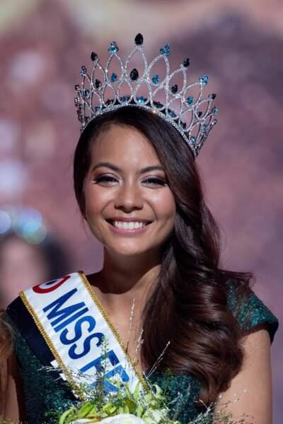 Vaimalama Chaves  : la Miss France 2019 est une grande adepte de la coiffure en side-hair