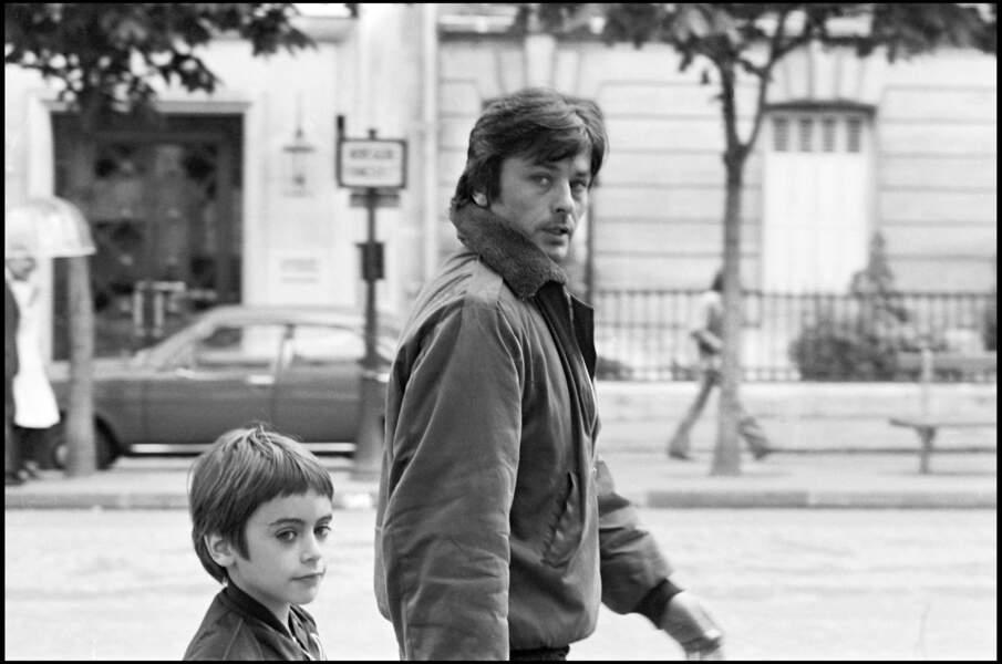 Alain et Anthony Delon, né en 1964. Les premiers pas.