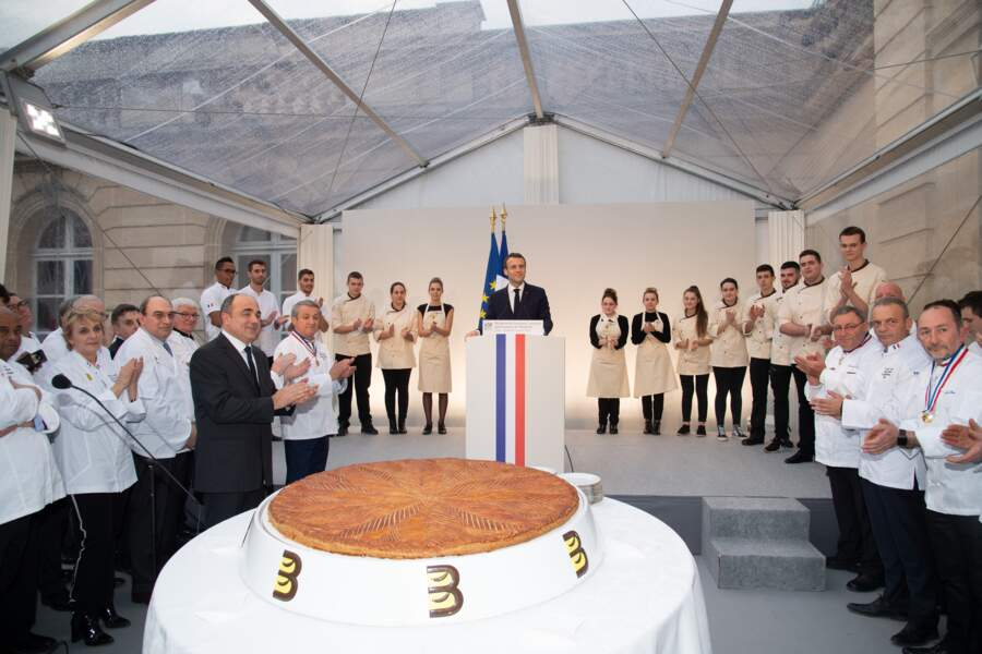 Le président Emmanuel Macron et les maîtres boulangers avant la dégustation de la galette