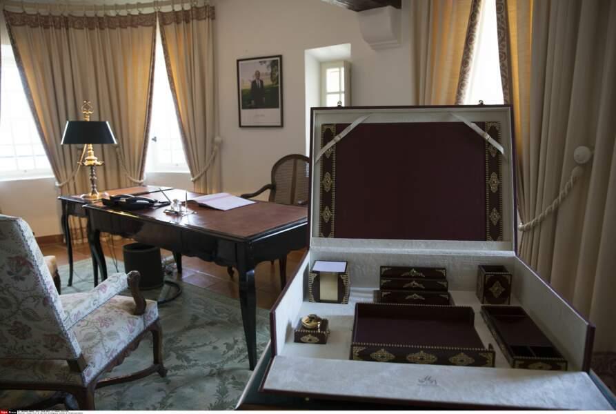 Le bureau du fort de Brégançon, où Emmanuel et Brigitte Macron passent leurs vacances