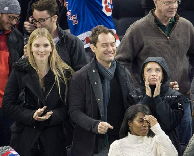 Jude Law et sa fille Iris au Madison Square Garden à New York, le 18 décembre 2016