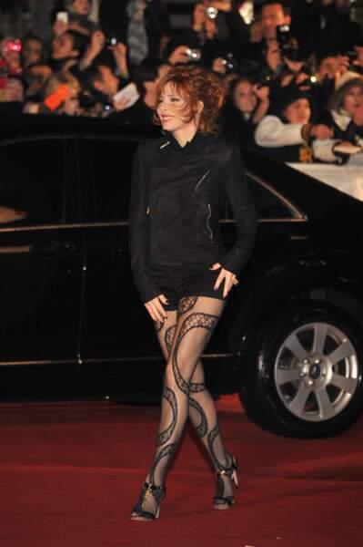 Mylène Farmer et ses collants très suggestifs lors de la cérémonie des NRJ Music Awards à Cannes en 2012