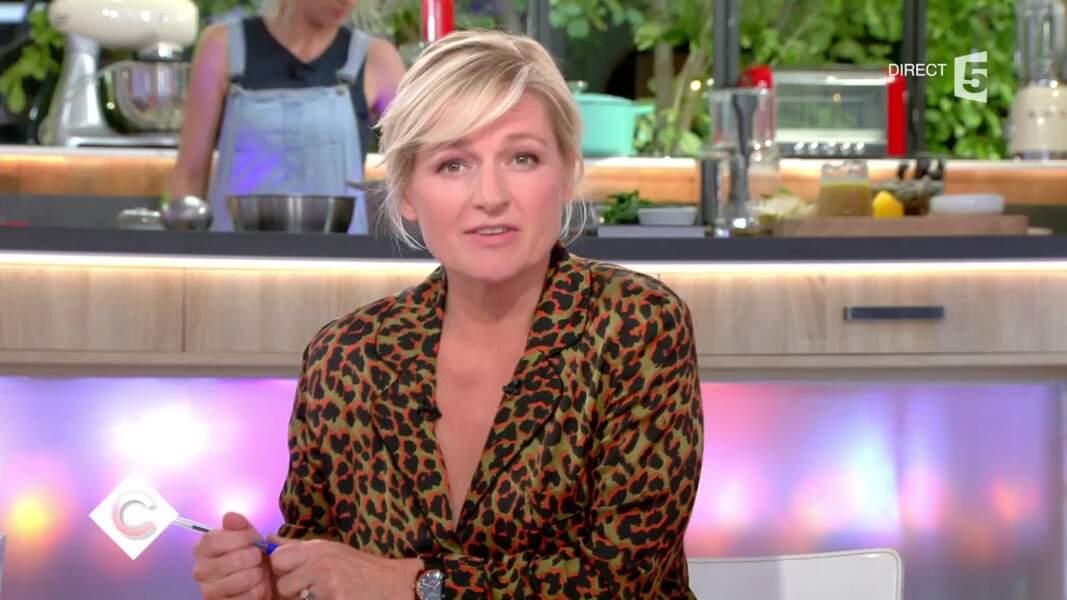 La chemise léopard d'Anne-Elisabeth Lemoine s'est faite remarquer