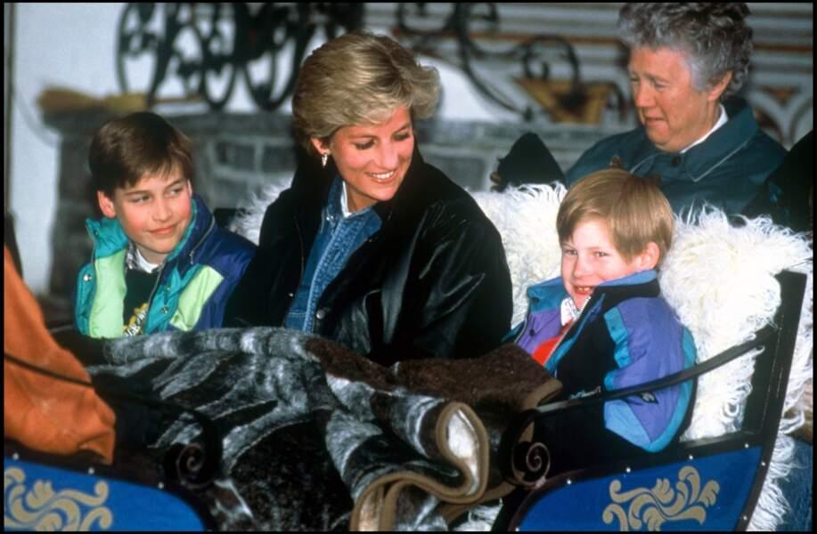 Lady Diana, ses fils Harry et William, avec leur nurse Olga Powell, dans une calèche à Lech en Autriche en 1993
