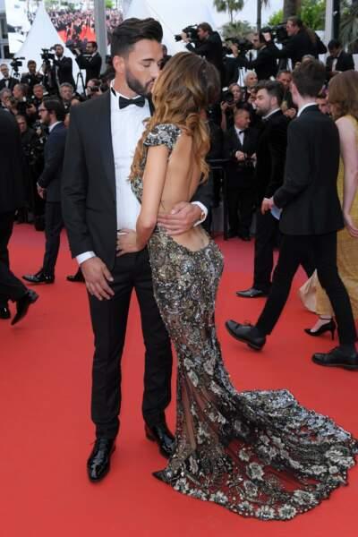 Sur le tapis rouge, Nabilla et Thomas ont échangé un vrai baiser de cinéma