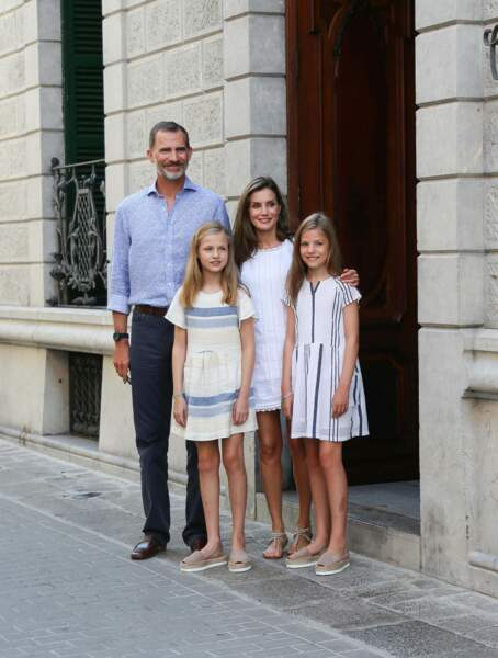 le roi Felipe VI et Letizia d'Espagne ont fait une sortie au Can Prunera Museum of Modernism
