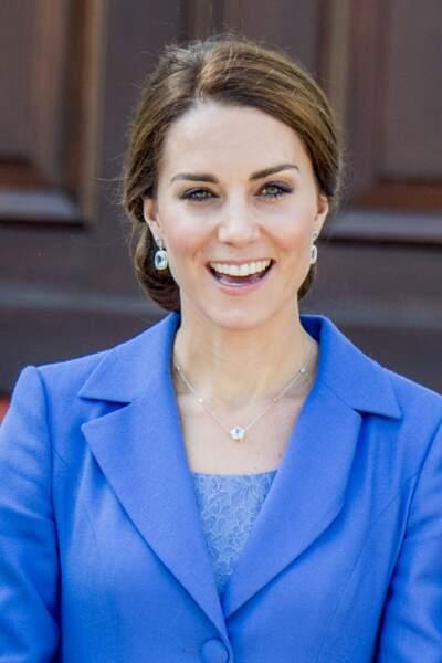 Kate Middleton : même les cheveux attachés, ses jolies mèches donnent du peps à sa coiffure