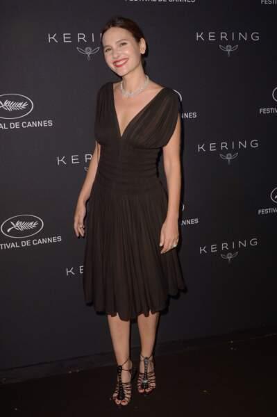 Virginie Ledoyen superbe en total look noir