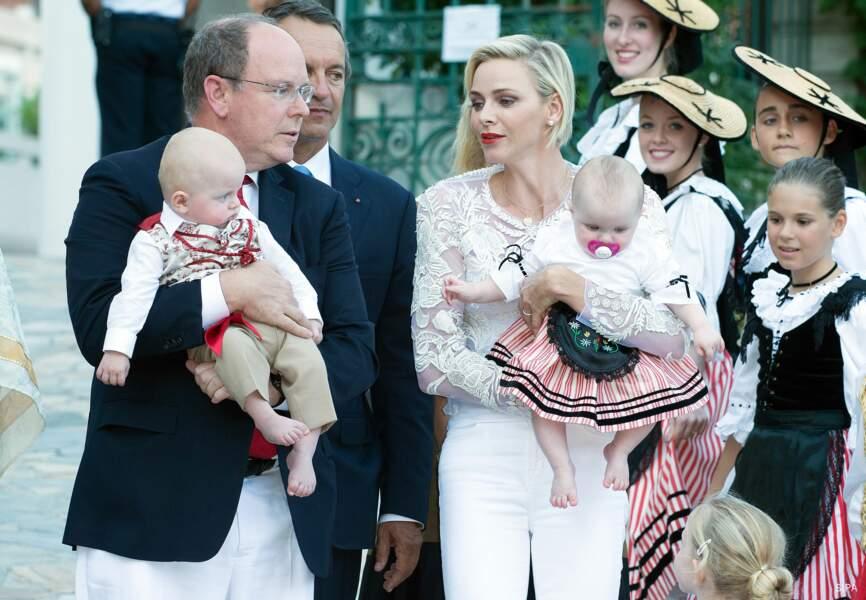 Le couple princier a surpris en arrivant accompagné des deux jumeaux