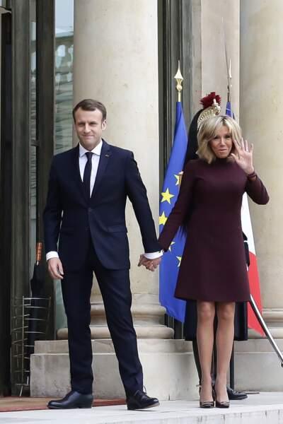 Le président Macron et sa femme raccompagnent l'ex-Premier ministre libanais, à Paris, le 18 novembre 2017.