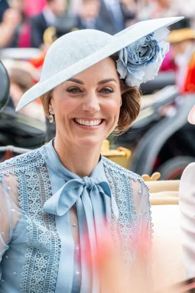 Kate Middleton a craqué pour un chignon sur le côté très original