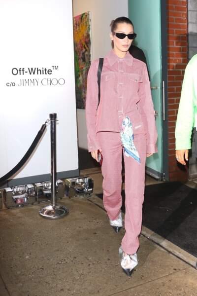 Le rose : Bella Hadid le porte en ensemble très printanier.