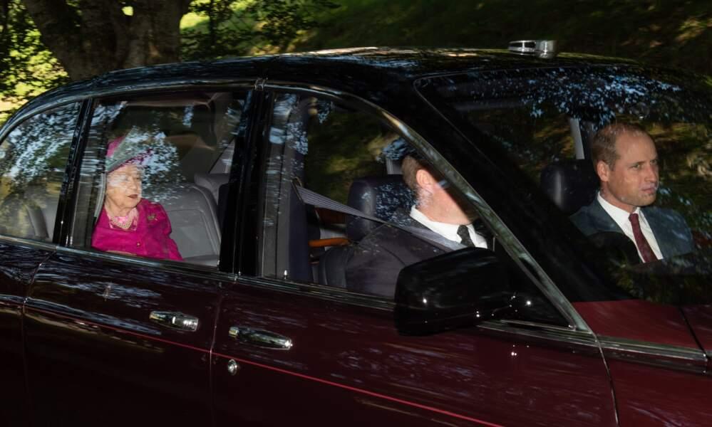 Qu'ont bien pu se raconter la reine Elizabeth et Kate Middleton en allant à la messe dominicale ?