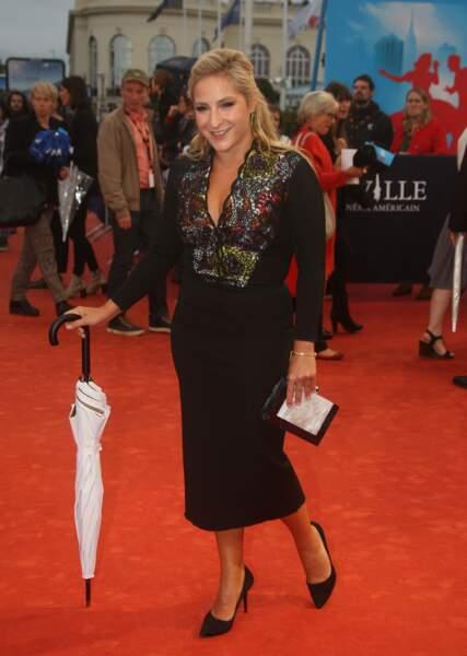 En robe noire et stilettos, lors du Festival de Deauville en septembre 2017