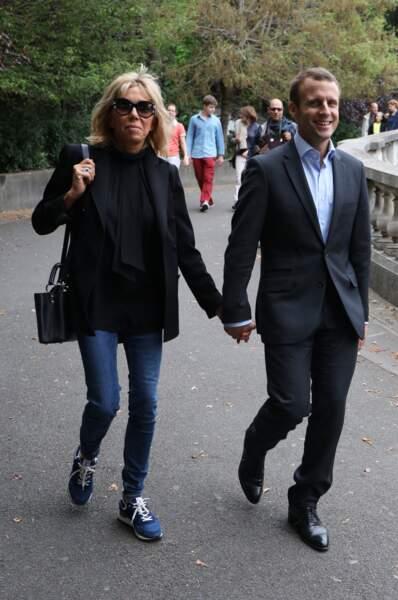 Ils se promènent sur la Butte Montmartre, comme ils aiment le faire chaque dimanche.