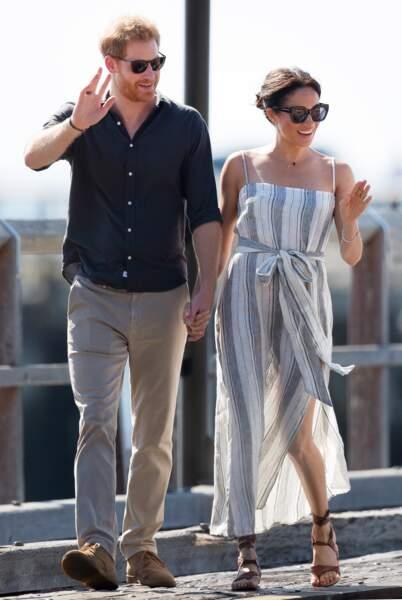 Meghan Markle en jolie robe estivale fendue et spartiate chic le 17 octobre 2018.