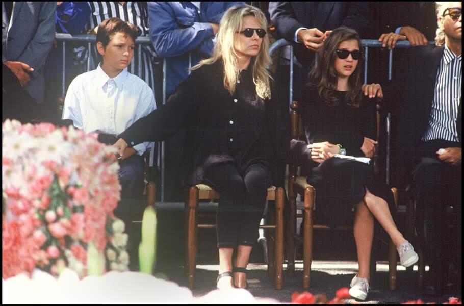 France Gall et ses enfants Raphaël et Pauline Hamburger, aux obsèques de Michel Berger en 1992 à Montmartre