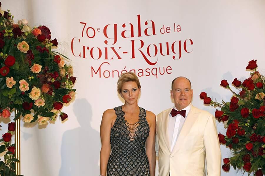 Charlène de Monaco portait une robe sirène signée Atelier Versace.