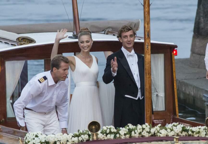 Après avoir prononcé ses voeux devant le père Giuseppe Volpati, Béatrice a rejoint la réception de mariage