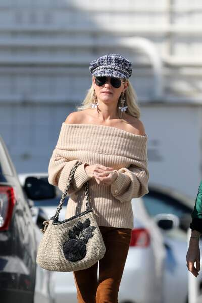 Laeticia Hallyday, coiffée d'une casquette en tweed gavroche signée Maison Michel, en février 2019 à Los Angeles