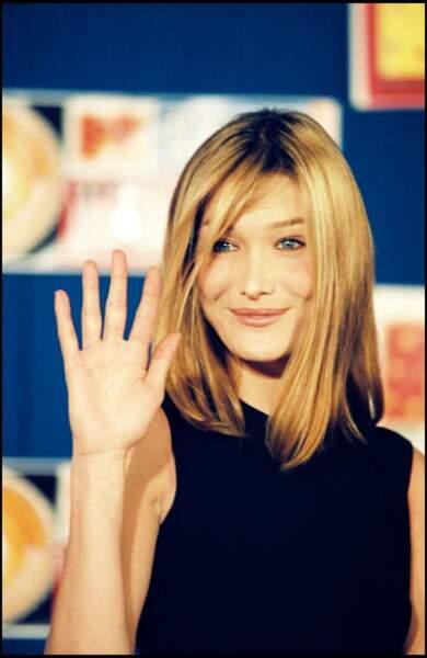 Au MTV Europe Music Awards à Paris, en 1995, elle ose le blond.