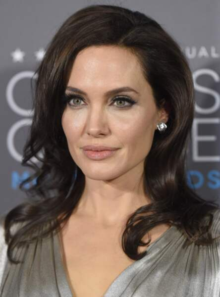 Le smoky argent d'Angelina Jolie