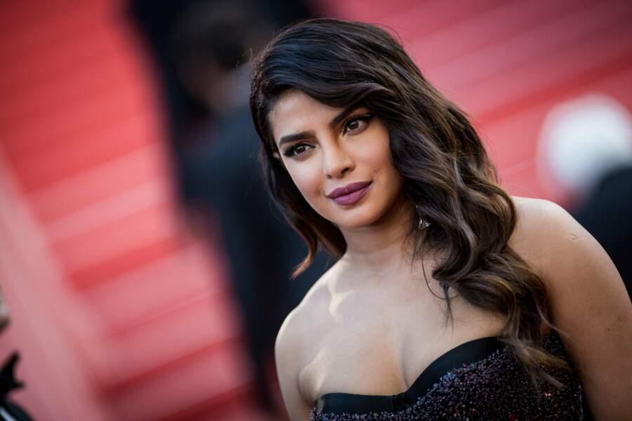 """Priyanka Chopra et ses sublimes longueurs ondulées à la première du film """"Rocketman"""" le 16 mai 2019 à Cannes"""